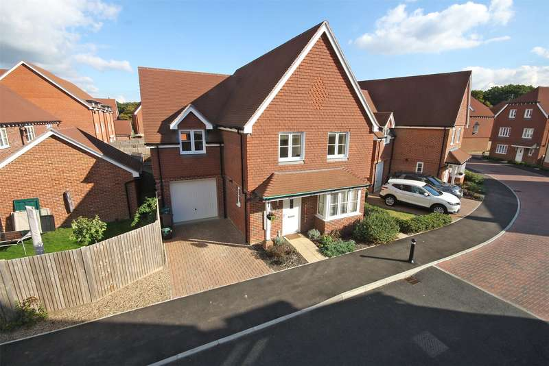 4 Bedrooms Detached House for sale in Whittaker Drive, Horley, RH6