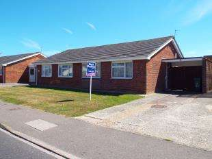 2 Bedrooms Bungalow for sale in The Causeway, Pagham, Bognor, West Sussex