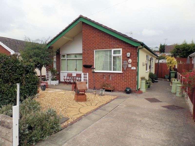 2 Bedrooms Detached Bungalow for sale in The Meadows, Prestatyn