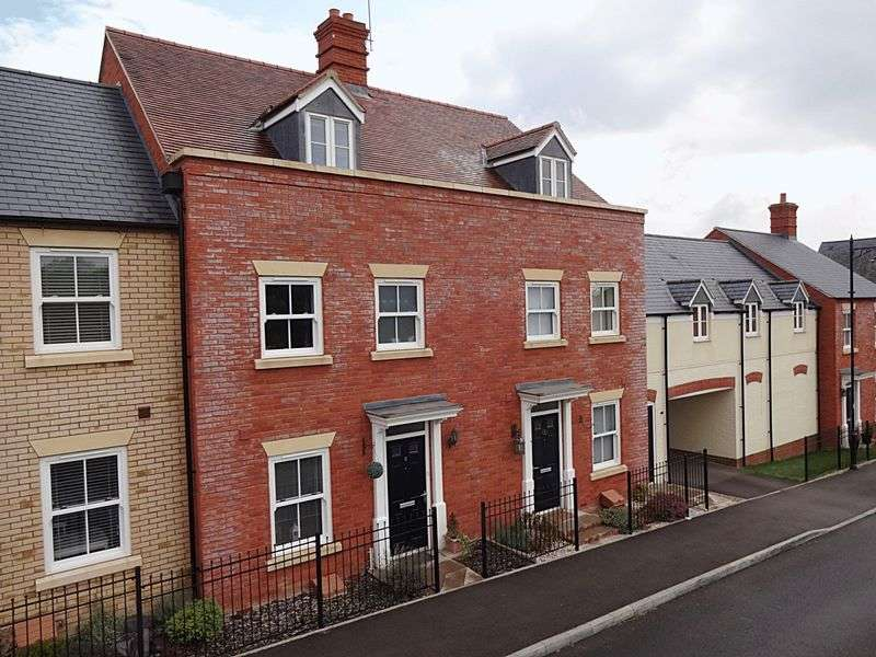 4 Bedrooms Terraced House for sale in Nottingham Close, Ampthill
