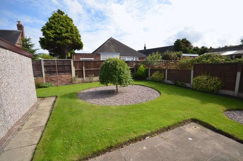2 Bedrooms Semi Detached Bungalow for sale in 9 Glendale Close, Poulton-Le-Fylde Lancs FY6 7DW
