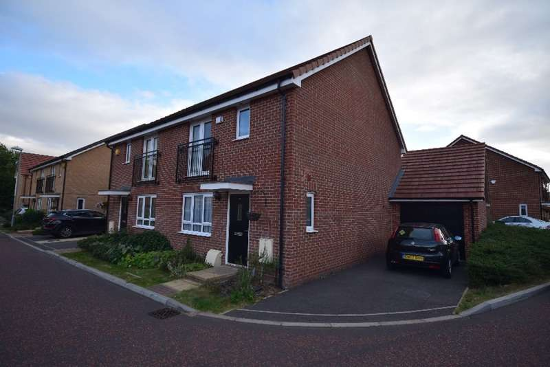 3 Bedrooms Semi Detached House for sale in Wilmott Close, Basildon, Essex, SS14