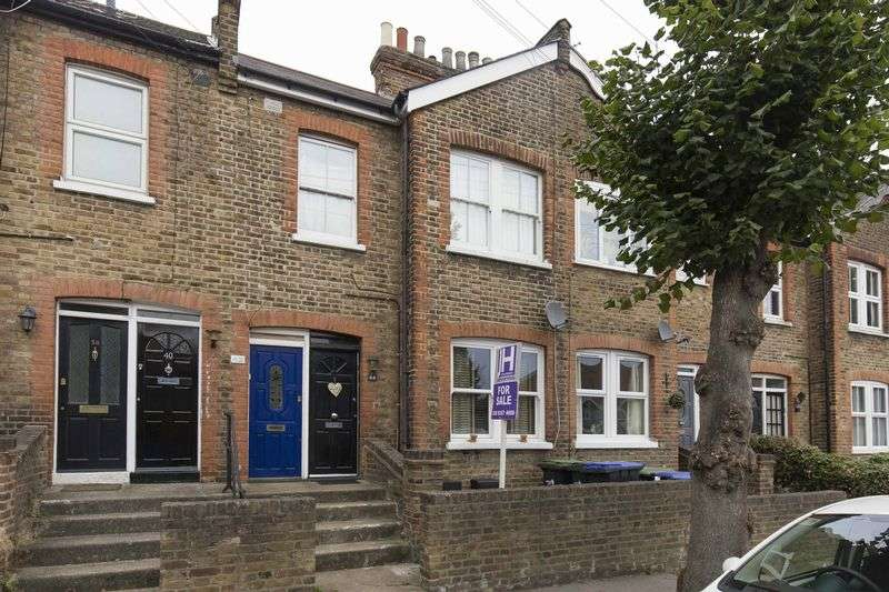 2 Bedrooms Flat for sale in Glenville Avenue, Enfield