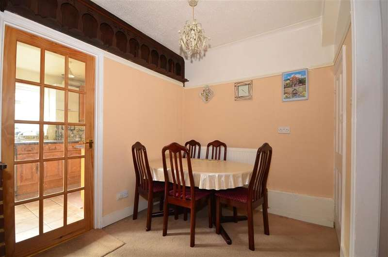 4 Bedrooms Terraced House for sale in Stanbrook Road, Gravesend, Kent