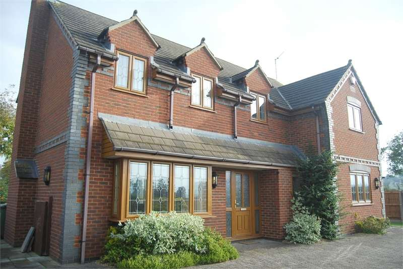 4 Bedrooms Detached House for sale in Bath Road, Eastington, Glos