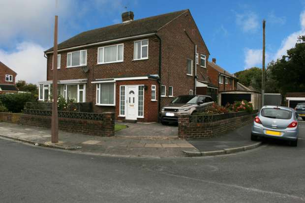 3 Bedrooms Semi Detached House for sale in Sandyforth Avenue, Thornton-Cleveleys, Lancashire, FY5 4BP
