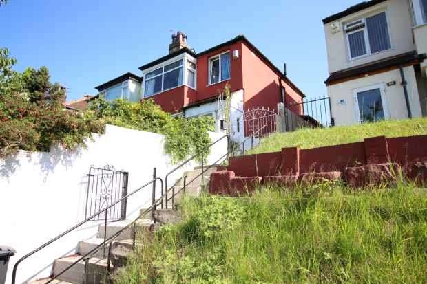 4 Bedrooms Semi Detached House for sale in Eastly Road, Leeds, West Yorkshire, LS8 3AN