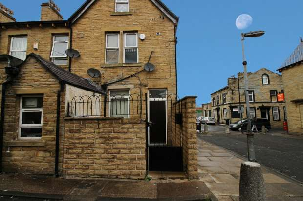 4 Bedrooms Property for sale in Hanson Lane, Halifax, West Yorkshire, HX1 5NX