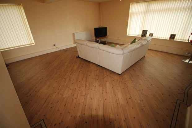 2 Bedrooms Maisonette Flat for sale in Longview Drive, Liverpool, Merseyside, L36 6EB