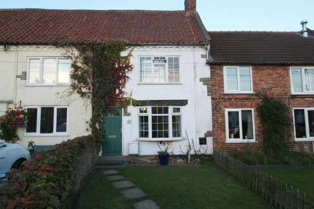 2 Bedrooms Terraced House for sale in Roman Road, North Allerton, North Yorkshire, DL7 9SA
