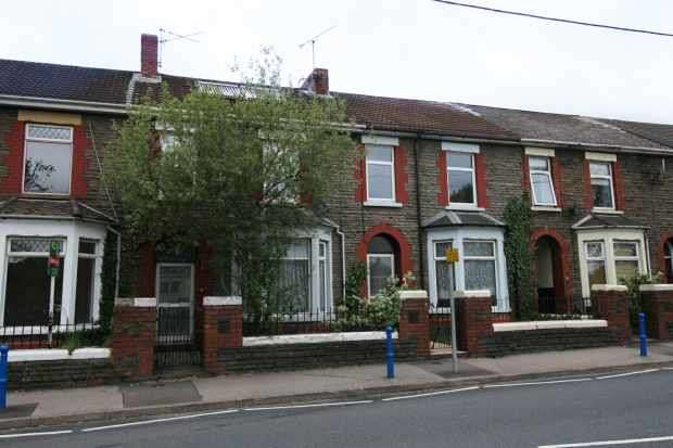 3 Bedrooms Terraced House for sale in Newport Road, Trethomas, Mid Glamorgan, CF83 8BY