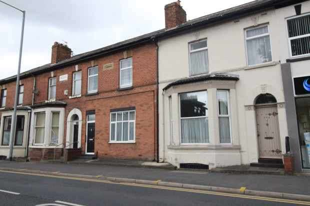 4 Bedrooms Terraced House for sale in Blackpool Road, Preston, Lancashire, PR2 3AE