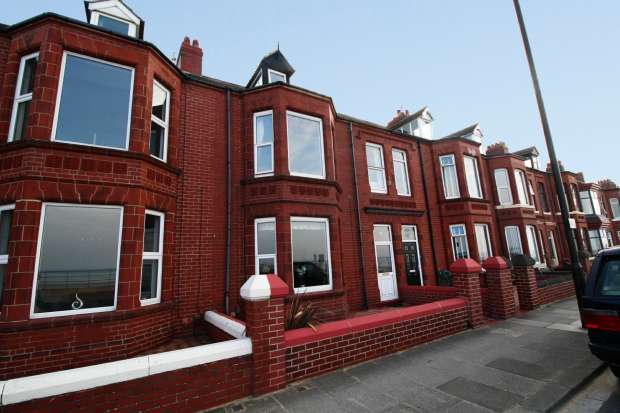 6 Bedrooms Terraced House for sale in Granville Terrace, Redcar, Cleveland, TS10 3AP