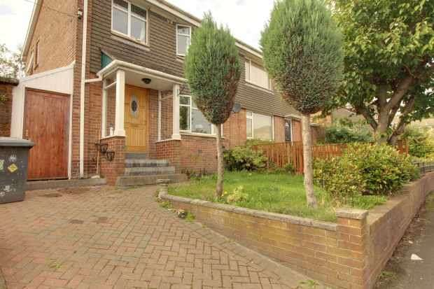 3 Bedrooms Semi Detached House for sale in Windsor Road, Batley, West Yorkshire, WF17 0JJ
