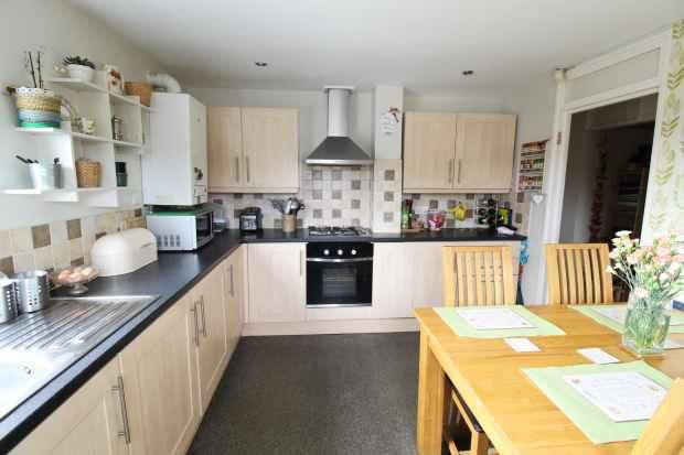 2 Bedrooms Apartment Flat for sale in Chiltern Gardens, Telford, Shropshire, TF4 2QG
