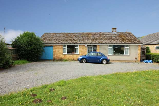 3 Bedrooms Detached Bungalow for sale in Station Rd, Lincoln, Lincolnshire, LN3 5BB