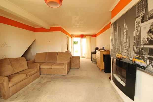 3 Bedrooms Semi Detached House for sale in Sulby Close, Mansfield, Nottinghamshire, NG19 0NP