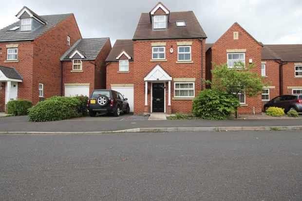 3 Bedrooms Detached House for sale in Great Park Drive, Leyland, Lancashire, PR25 3UN