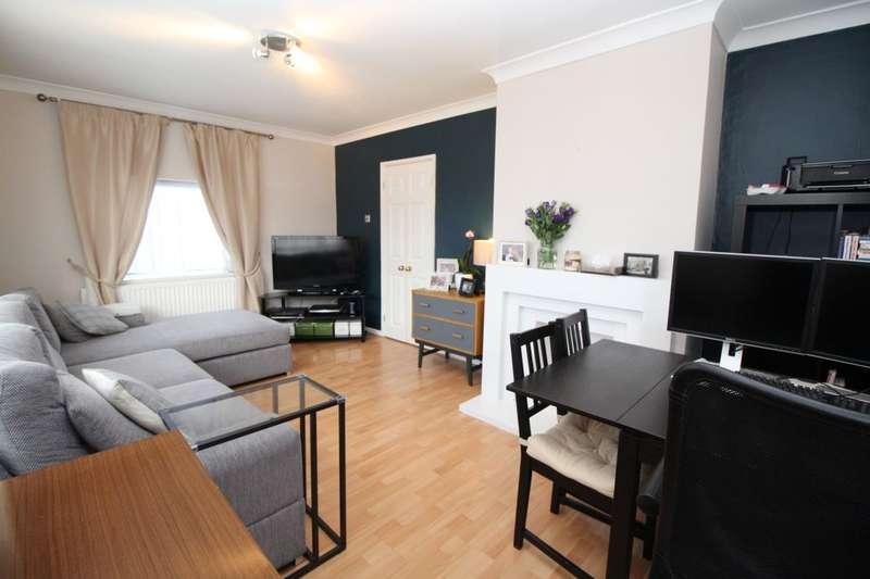 3 Bedrooms Semi Detached House for sale in Rumballs Road, Hemel Hempstead, HP3