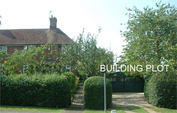 3 Bedrooms Land Commercial for sale in Sherriff Cottages, Quainton Road, Waddesdon, Buckinghamshire. HP18 0LT