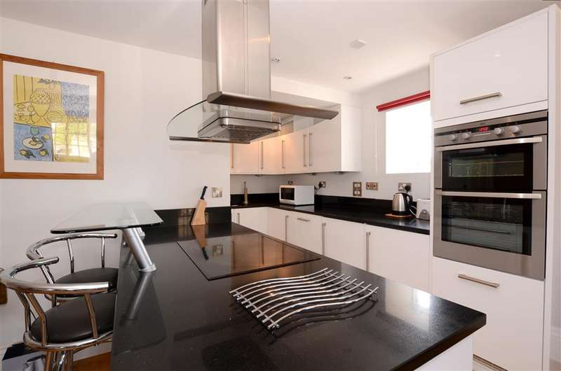 2 Bedrooms Penthouse Flat for sale in High Street, Lewes, East Sussex