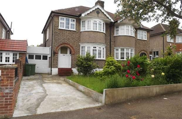 3 Bedrooms Semi Detached House for sale in Strathaven Road, London