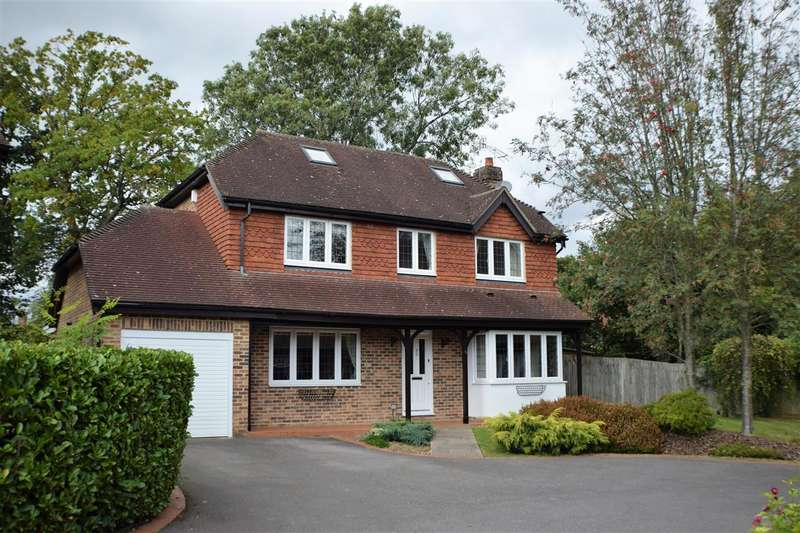5 Bedrooms Detached House for sale in Harwood Park, Redhill