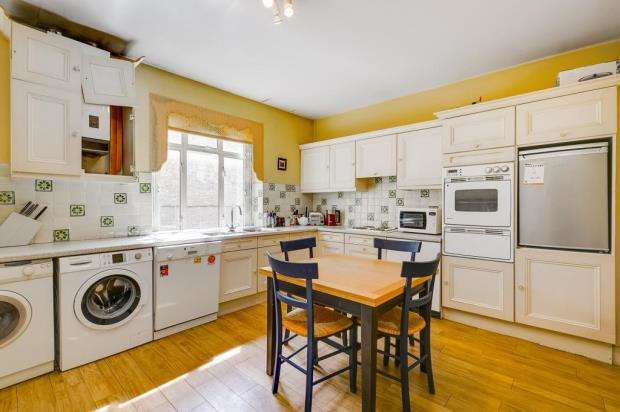 3 Bedrooms Flat for sale in Brompton Road, London, SW3