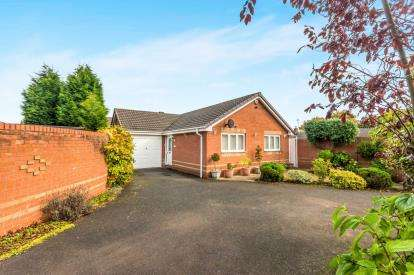 2 Bedrooms Bungalow for sale in Sherlock Close, Willenhall, West Midlands