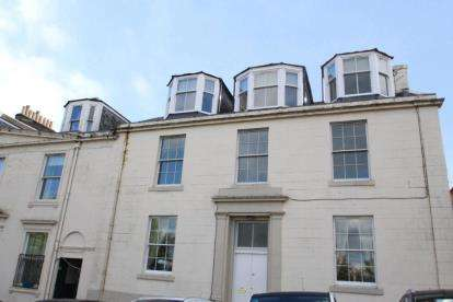 4 Bedrooms Flat for sale in Shaw Place, Greenock