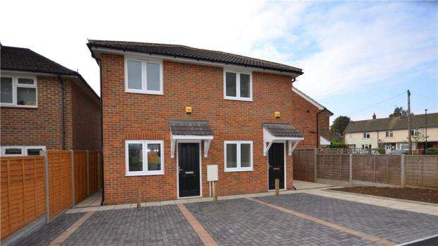 2 Bedrooms Maisonette Flat for sale in Northumbria Road, Maidenhead, Berkshire