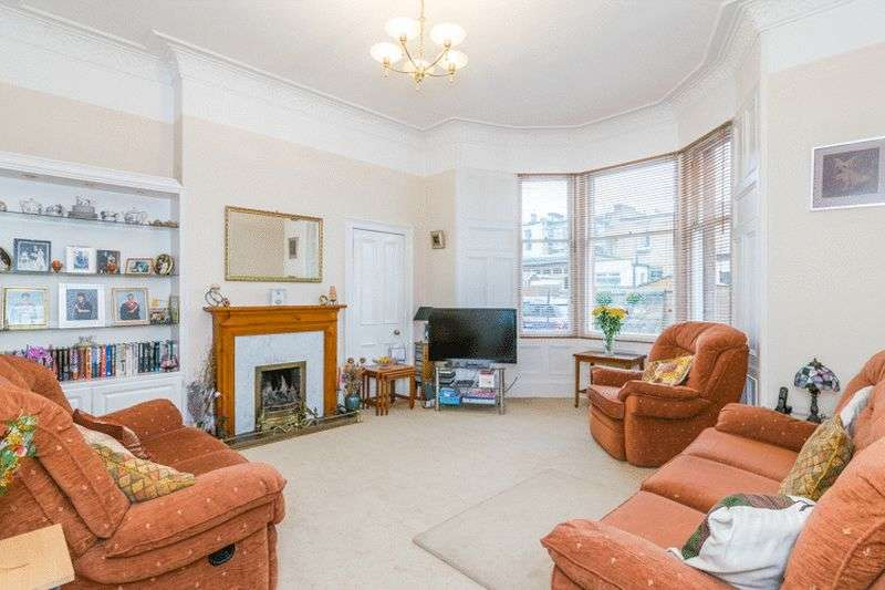 2 Bedrooms Flat for sale in 4 Joppa Park, Joppa, Edinburgh, EH15 2EP