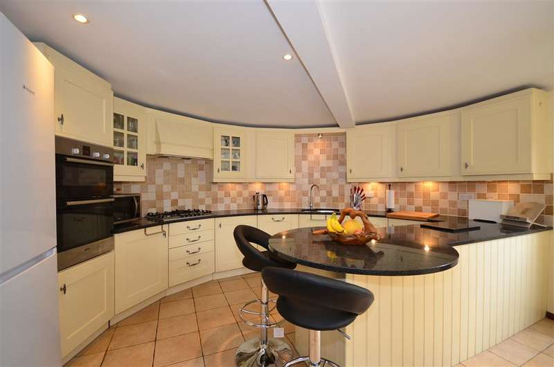 4 Bedrooms Link Detached House for sale in Sheldon Court, Ditton, Aylesford, Kent