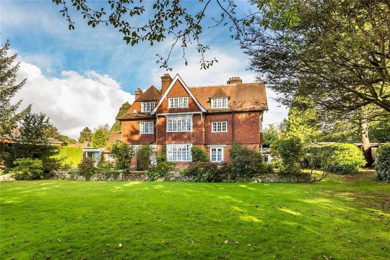 3 Bedrooms Flat for sale in Temple House, Quarry Road, Oxted, Surrey, RH8