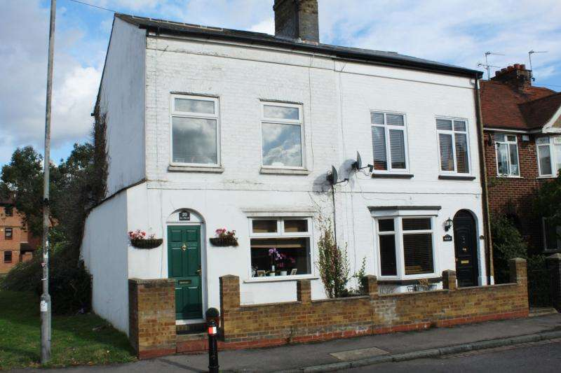 3 Bedrooms Semi Detached House for sale in High Street