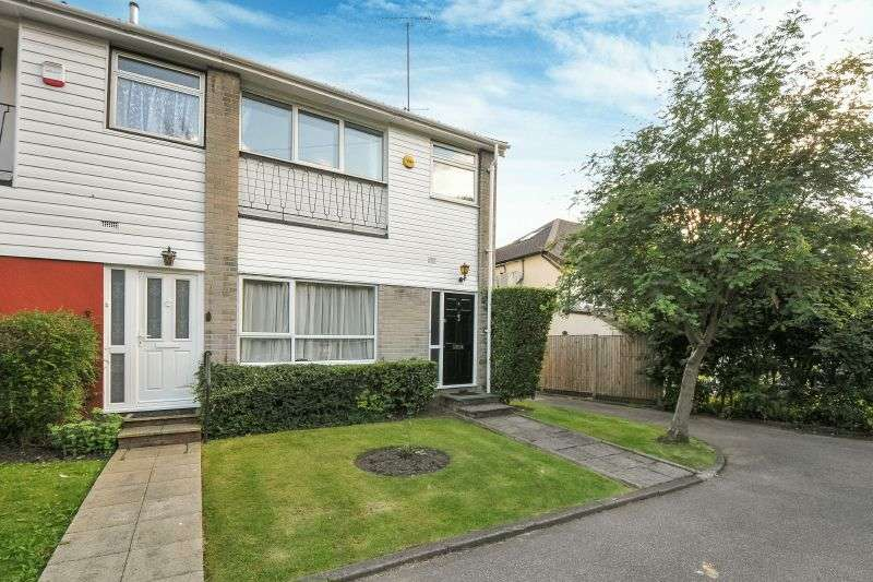 3 Bedrooms Semi Detached House for sale in Ivy Walk, Northwood