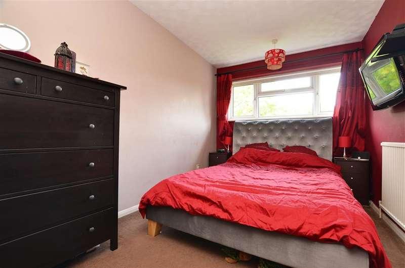 2 Bedrooms Flat for sale in Croydon Road, Caterham, Surrey