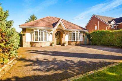 3 Bedrooms Bungalow for sale in Moss Lane, Whittle-Le-Woods, Chorley, Lancashire, PR6