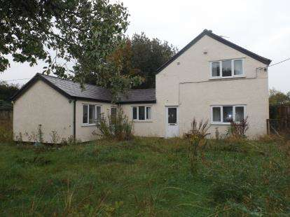 2 Bedrooms Detached House for sale in Main Road, Ffynnongroyw, Holywell, Flintshire, CH8
