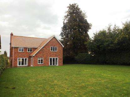 4 Bedrooms Detached House for sale in Besthorpe, Attleborough