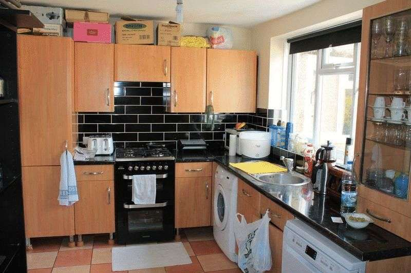 2 Bedrooms Flat for sale in Oldbury Road, Enfield