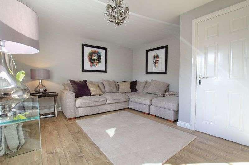 3 Bedrooms Semi Detached House for sale in Hilcott Close, Ingleby Barwick
