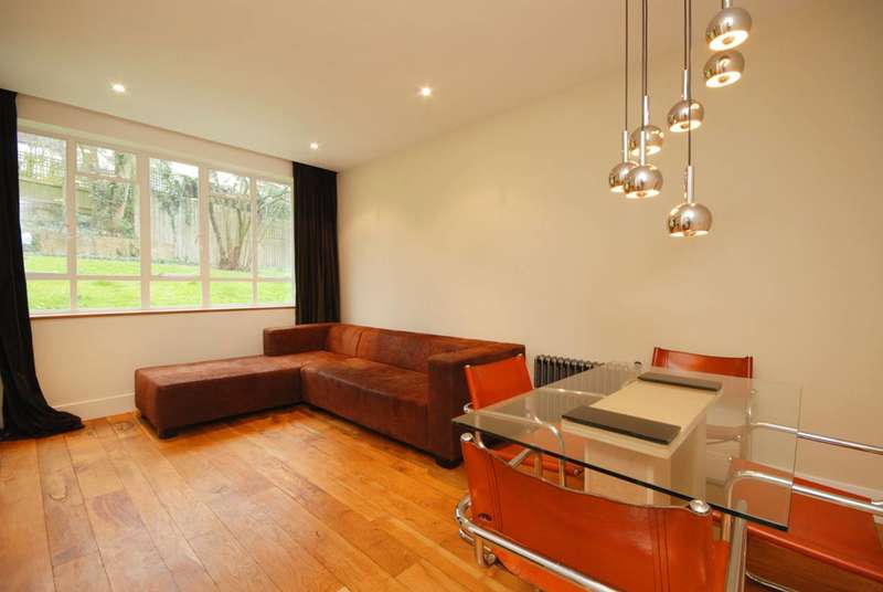 3 Bedrooms Flat for sale in Lyndale, Child's Hill, NW2