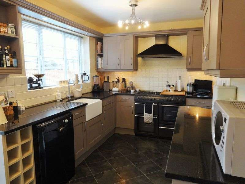 5 Bedrooms Detached House for sale in Camborne Drive, Darlington