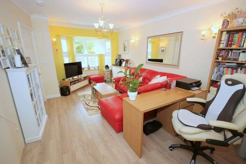 3 Bedrooms Semi Detached House for sale in Bewley Street, London SW19