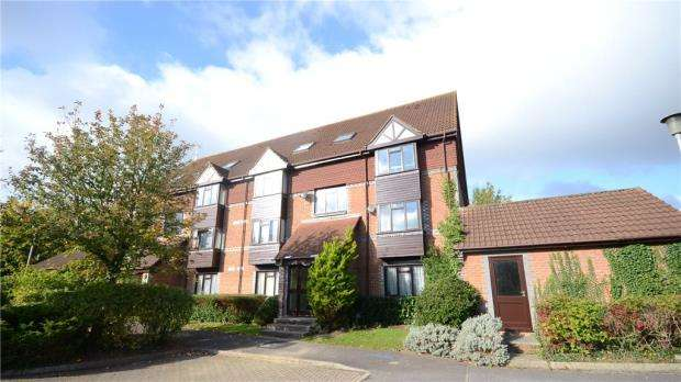 Apartment Flat for sale in Rowe Court, Grovelands Road, Reading