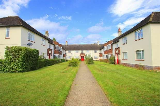 2 Bedrooms Flat for sale in Buckfield Court, Bathurst Walk, Richings Park, Buckinghamshire