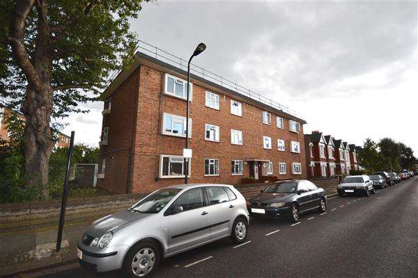 3 Bedrooms Flat for sale in Kent Road, London