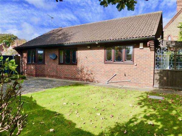 3 Bedrooms Detached Bungalow for sale in Manor Road, Scunthorpe