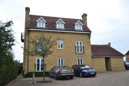 2 Bedrooms Flat for sale in Chancellors Park, Chelmsford, Essex